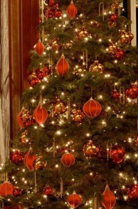 classic-elegant-christmas-tree-in-red-velvet-theme-close-up