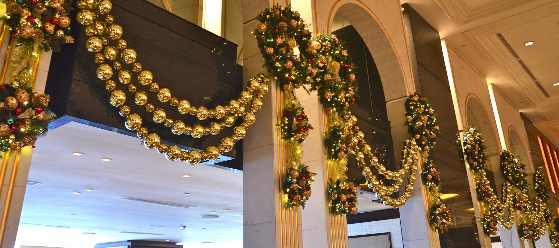 five star christmas christmas decorations for the worlds best hotels - Hotel Christmas Decorations